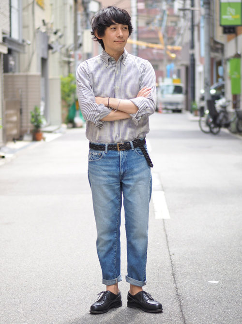 春らしいシャツとパンツでシンプルに